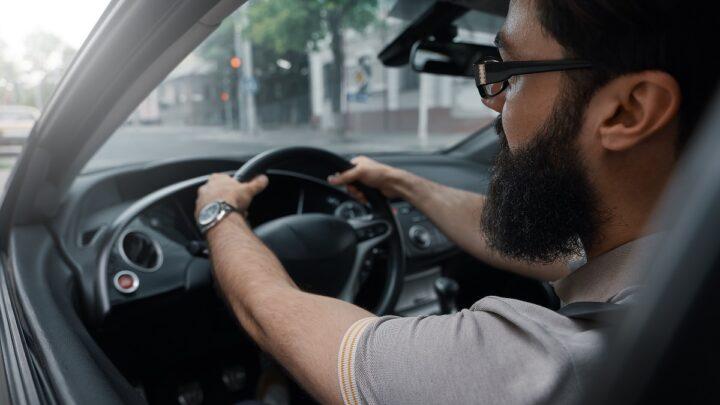 Droższe mandaty i ubezpieczenie – jakie zmiany dla kierowców?